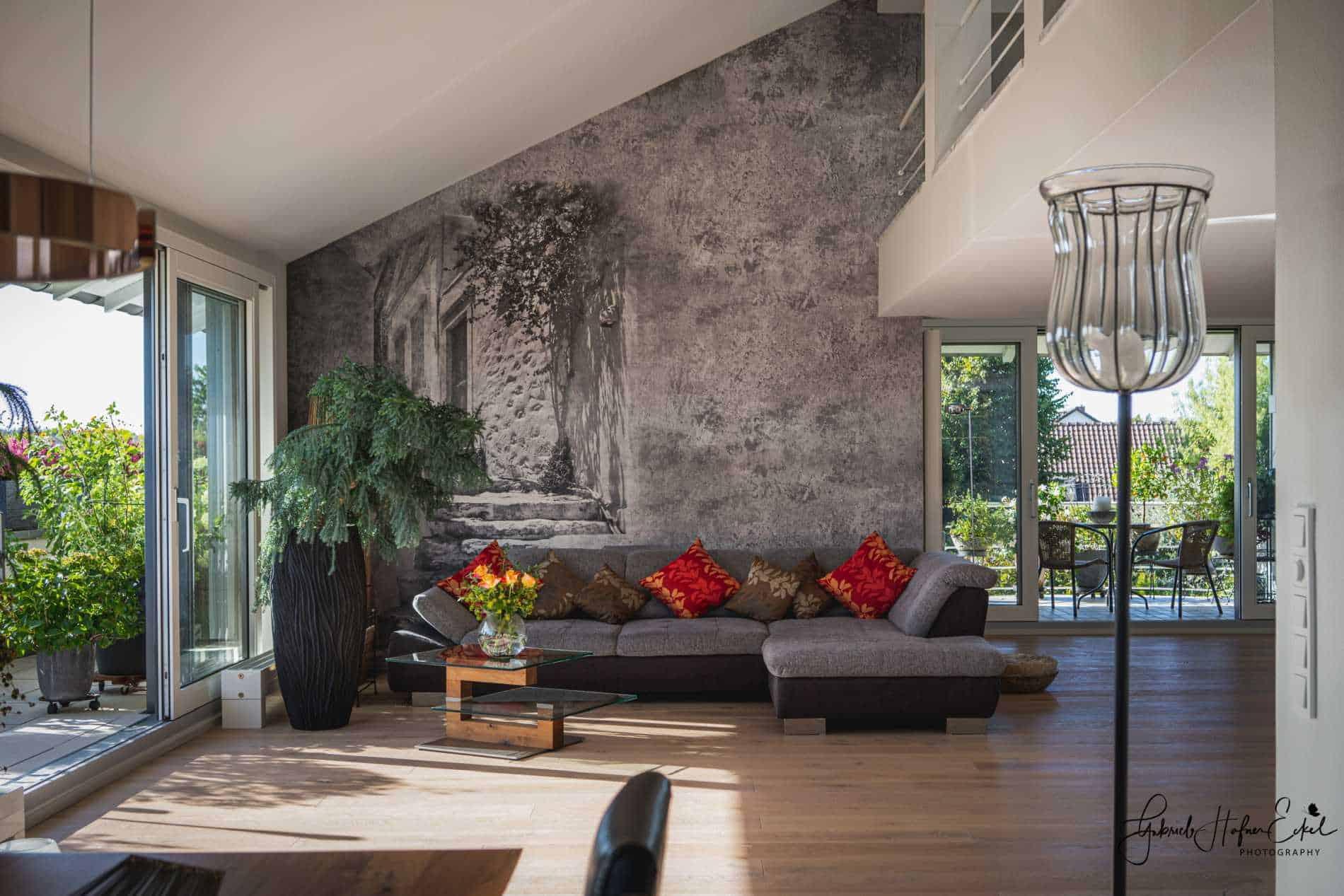 Affreschi & Affreschi Designtapete an einer Wohnzimmerwand
